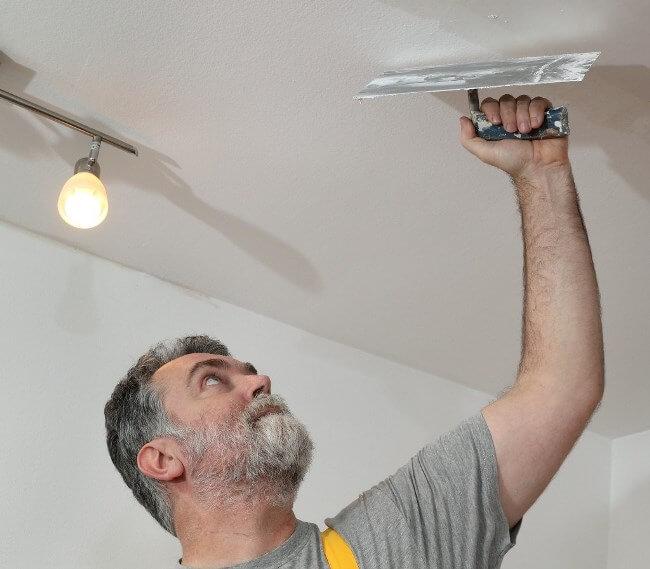 сколько раз шпаклевать потолок перед покраской