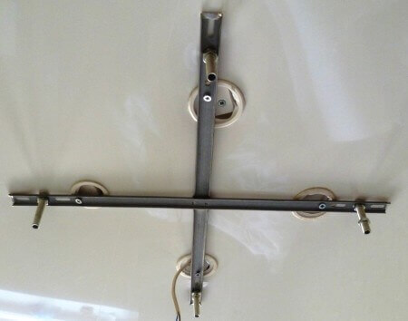 демонтаж люстры с натяжного потолка