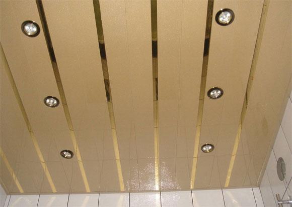 отделка потолка металлическими панелями
