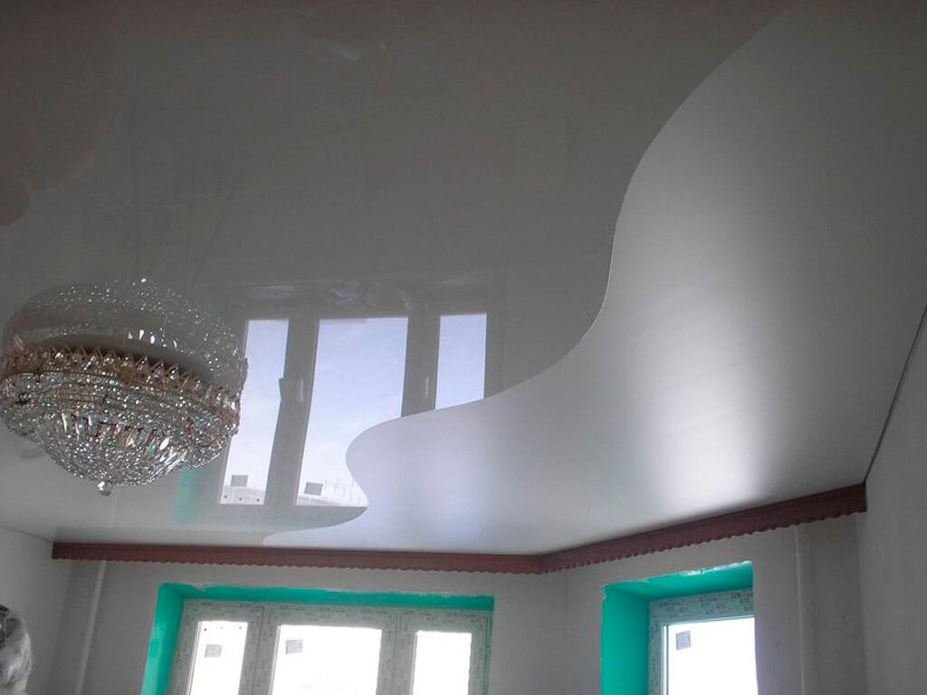 натяжные потолки разных цветов