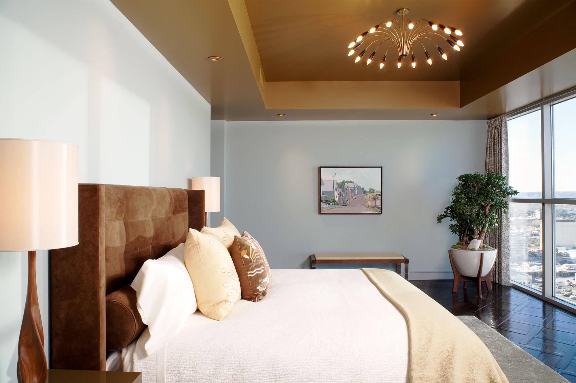 натяжные потолки коричневого цвета фото
