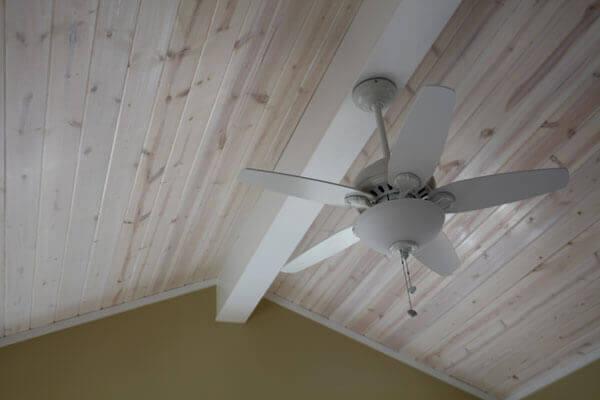 краска для деревянного потолка