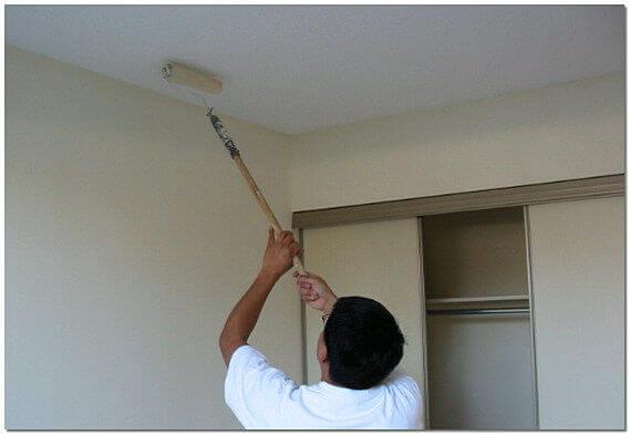 надо ли грунтовать потолок перед шпаклевкой