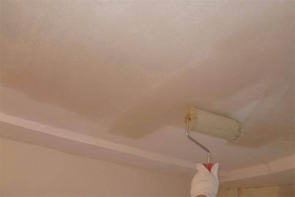 как правильно грунтовать потолок перед покраской видео