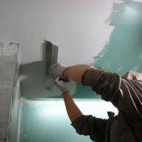 Как выравнивать потолок шпатлевкой