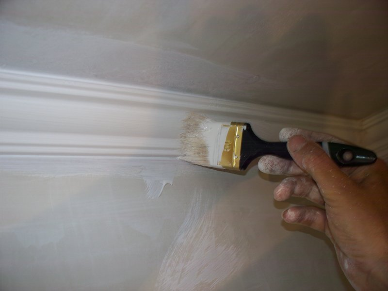 как покрасить потолок и плинтуса акриловой краской