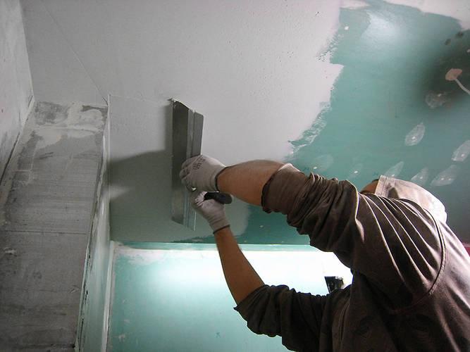 какая шпатлевка лучше для потолка