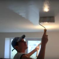 Красим потолок водоэмульсионкой: красиво, быстро, долговечно