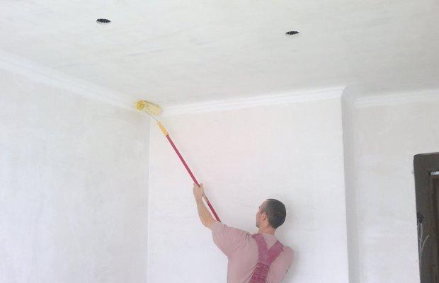 как белить потолок побелкой поверх старой