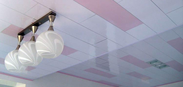 отделка потолка пластиковыми панелями фото дизайн