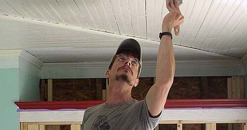 покраска деревянного потолка