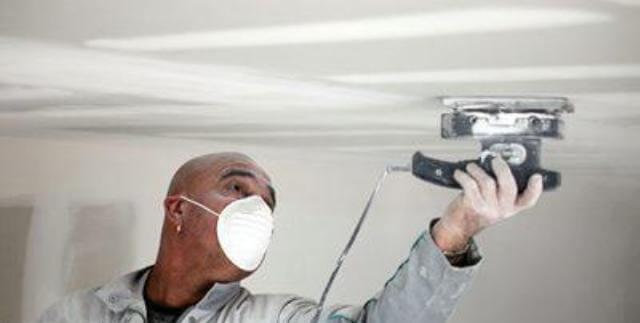 как правильно зашпаклевать потолок под покраску
