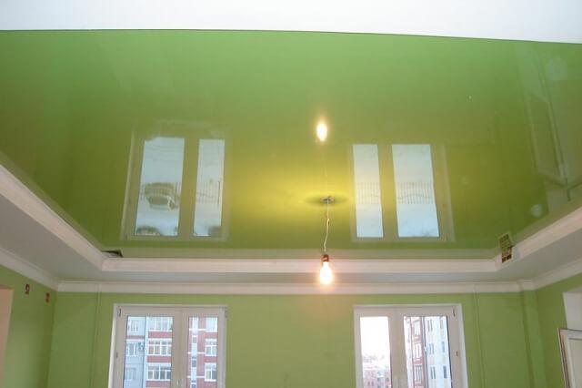 фото натяжных потолков в спальне салатовый цвет