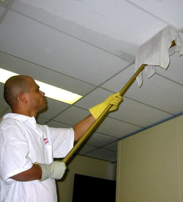 как мыть навесные потолки