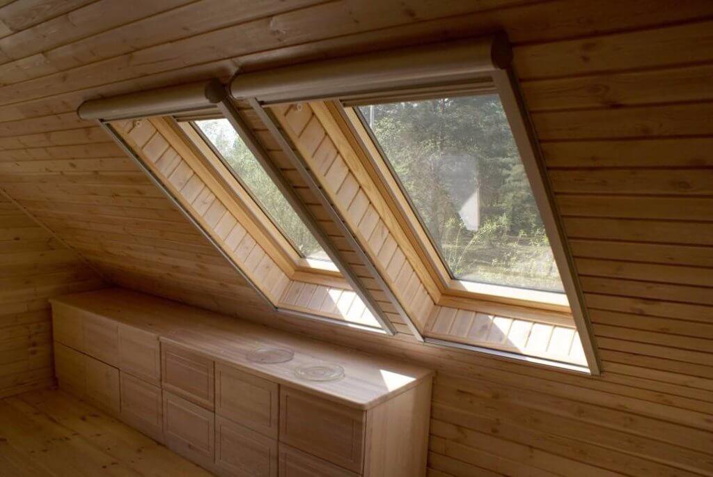 внутренняя отделка скатного потолка фото