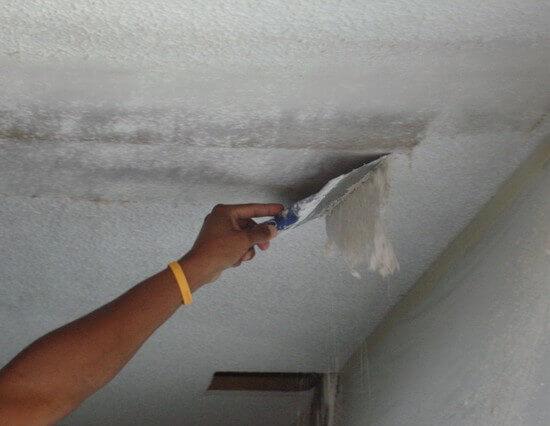 как очистить потолок от старой штукатурки