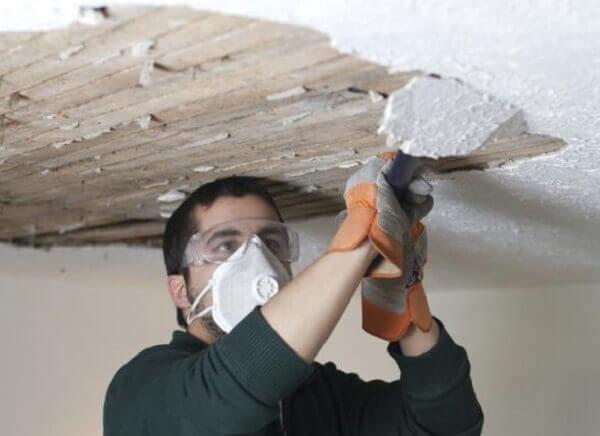 как очистить потолок от штукатурки