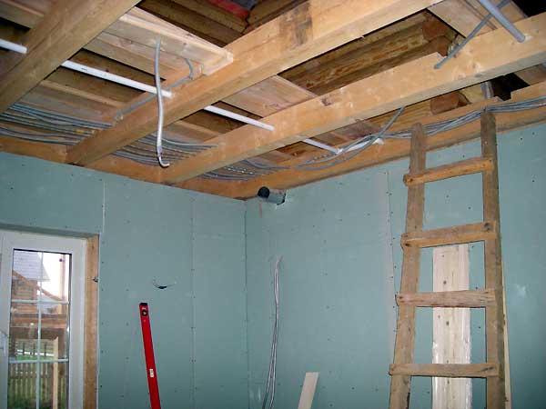 проводка в деревянном доме под гипсокартон
