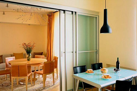 зонирование кухни и гостиной перегородкой из гипсокартона