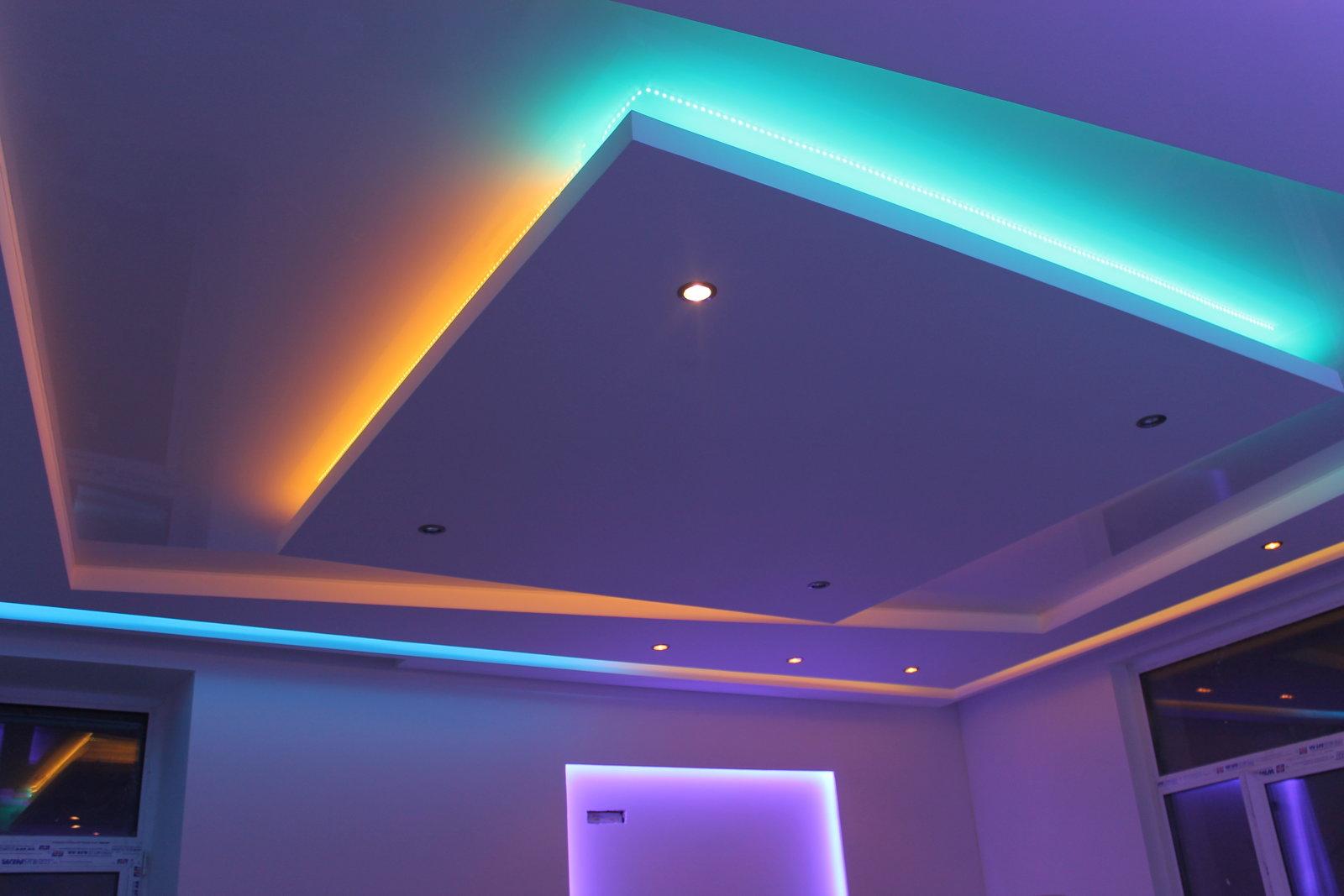парящий потолок из гипсокартона с подсветкой