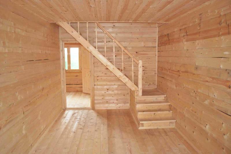 Деревянная-лестница-с-поворотом
